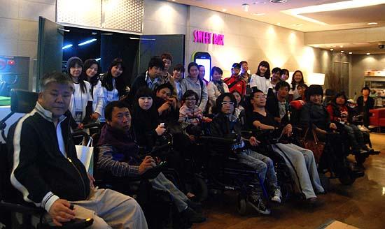 소지섭팬카페 '영소사', 장애인 초청 소지섭 주연 영화 나눔 마련 의 관련 사진