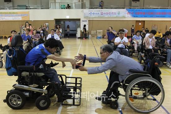 ▲ 이번 대회 결승전은 지난 대회 우승팀인 인천의 '난쏘공'과 서울의 '파워테란'이 맞붙었고, 승부차기까지 가는 접전 끝에 파워테란이 우승의 영예를 안았다.