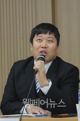 ▲ 한국시각장애인연합회 강완식 정책실장이 토론을 하고 있다.