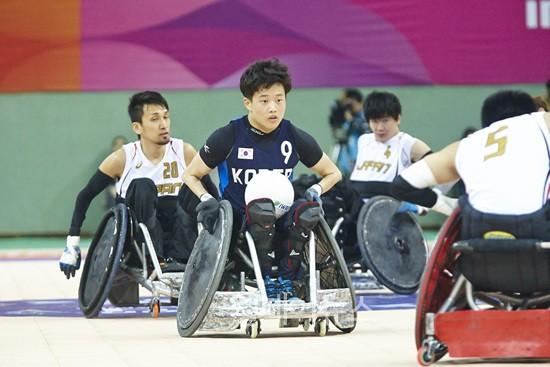▲ 휠체어럭비 박우철 선수가 2014 인천장애인아시아경기대회에서 경기하는 모습. ⓒ대한장애인체육회