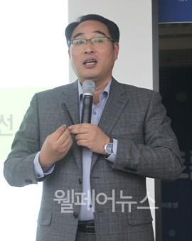 ▲ 마산대학교 사회복지학과 김용준 교수가 발언하고 있다.