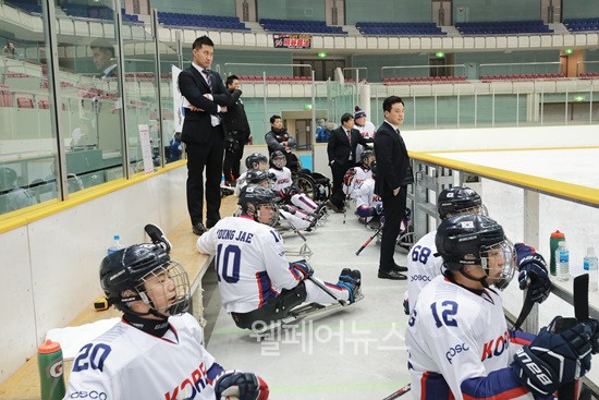 ▲ 2018 일본 국제 장애인아이스하키 선수권대회에 출전한 한국 장애인아이스하키 국가대표팀의 모습. ⓒ대한장애인아이스하키 협회