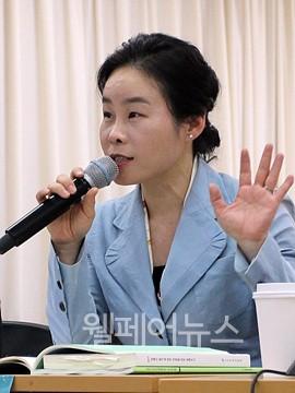 ▲ 경희대학교 후마니타스칼리지 박숙경 객원교수가 발제하고 있다.